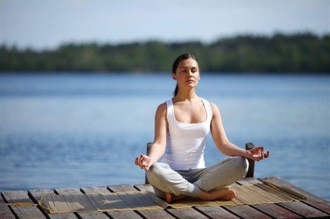 Hít thở sâu, thư giãn giúp bạn hạn chế được căng thẳng